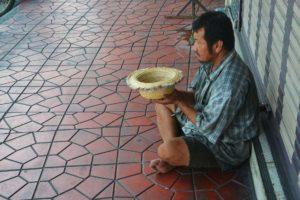 beggar-1016678_1920